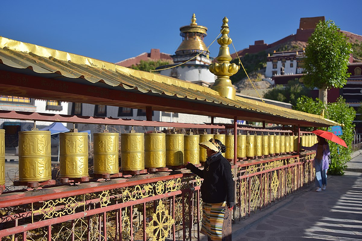 Prayer Wheels Palkhor Monastery | Photo par Liu Bin