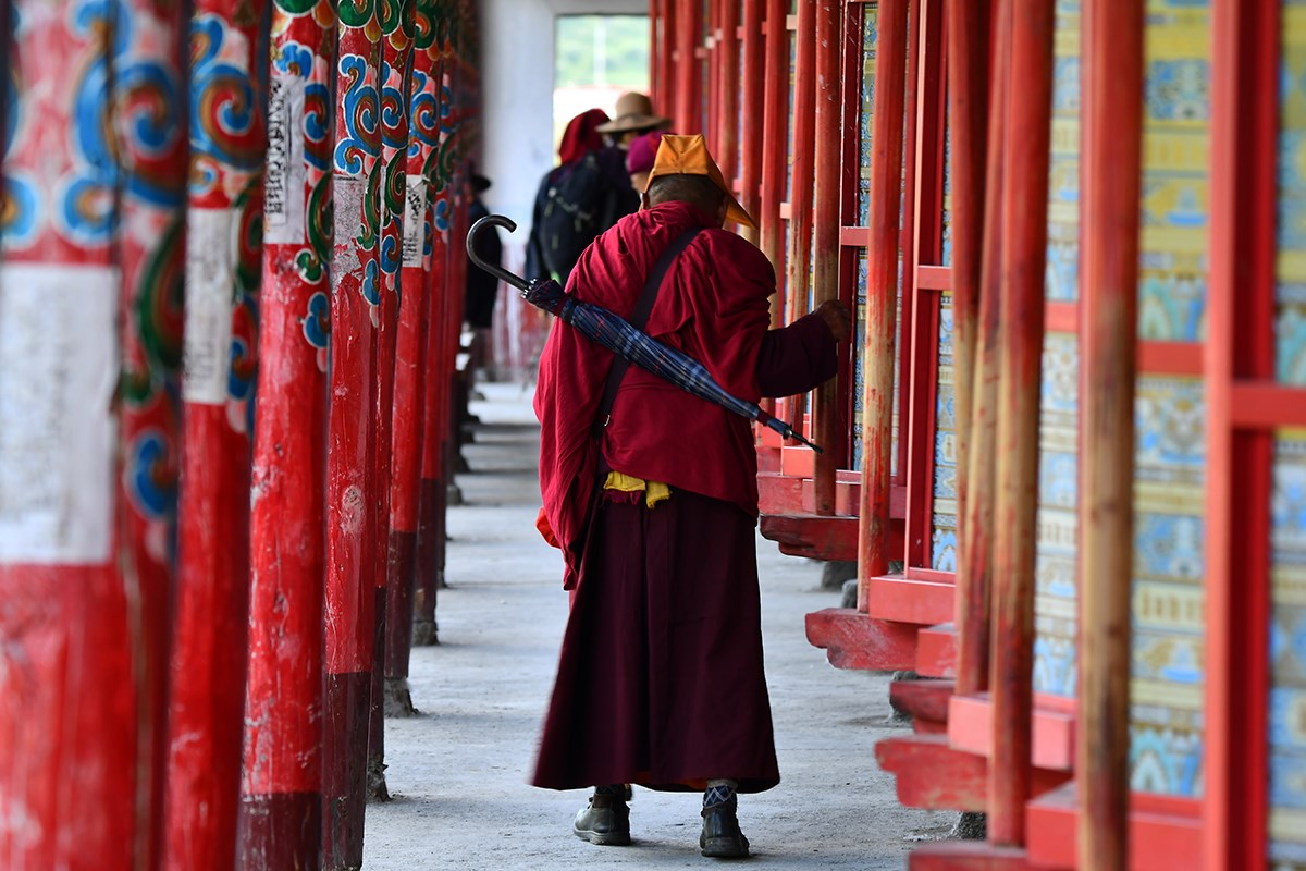Prayer Wheels of Tagong Monastery | Photo par Liu Bin